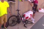 Una de las bicis del equipo Ineos, tras la caída.