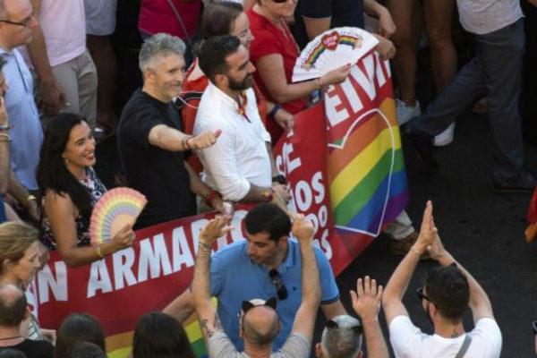 El ministro Grande-Marlaska, en la marcha del Orgullo en Madrid.