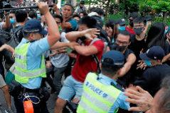 Choques entre opositores y Policía en la línea del área que controla Pekín