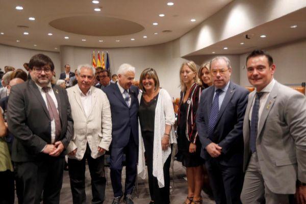 La alcaldesa de L&apos;Hospitalet de Llobregat, <HIT>Núria</HIT>...