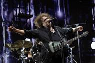 Robert Smith, cantante y guitarra de The Cure, durante su actuación en Mad Cool