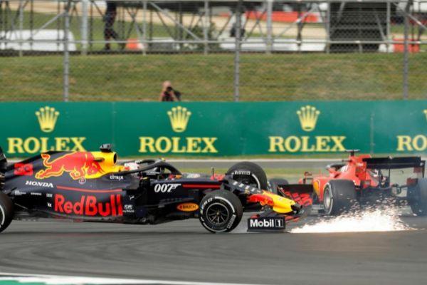 Vettel se lleva por delante a Verstappen en Silverstone.