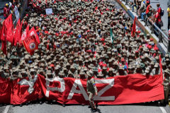 La Milicia Nacional Bolivariana marcha en apoyo del Gobierno y contra el informe de la ONU.