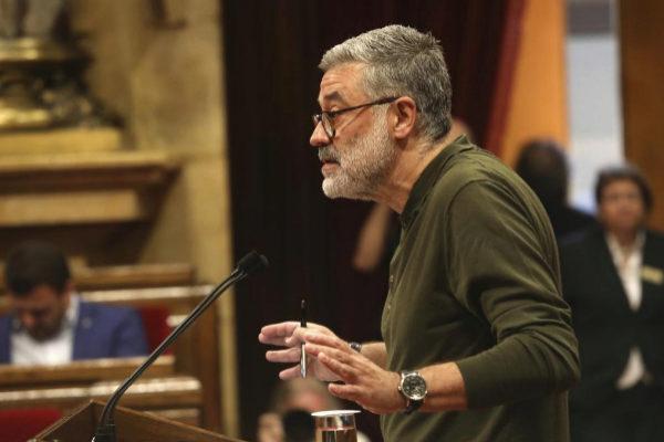 El portavoz de la CUP en el Parlament, Carles Riera, en un pleno.