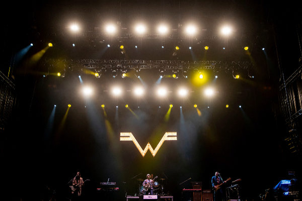 Weezer en su actuación en el Bilbao BBK Live.