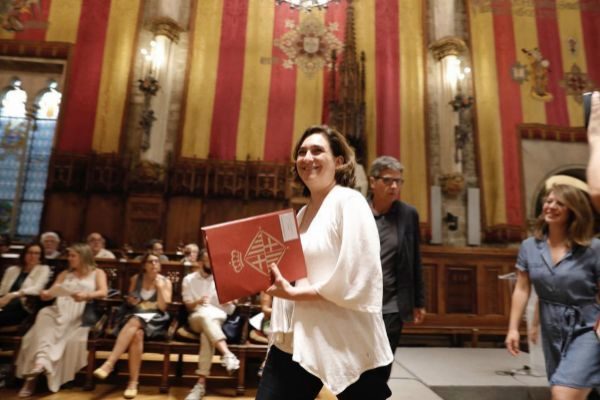 SANTI COGOLLUDO Barcelona, Catalunya 10.07.2019 La alcaldesa de Barcelona, <HIT>Ada</HIT> <HIT>Colau</HIT> acompañada de La concejal Janet Sanz y otros concejales ha presidido la Constitución de la Mesa para la emergencia climatica de Barcelona. También ha asistido la concejal de PDeCAT Elsa Artadi.