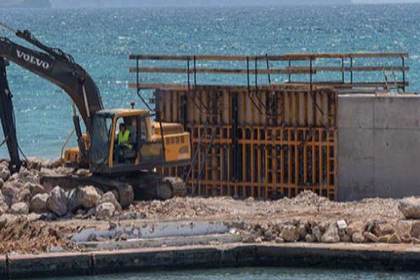 Imagen de las obras de reurbanización del puerto del Molinar.