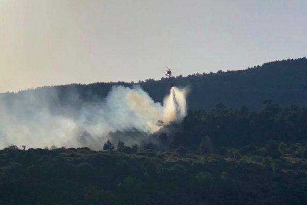 Un hidroavión, en el incendio de Robregordo.