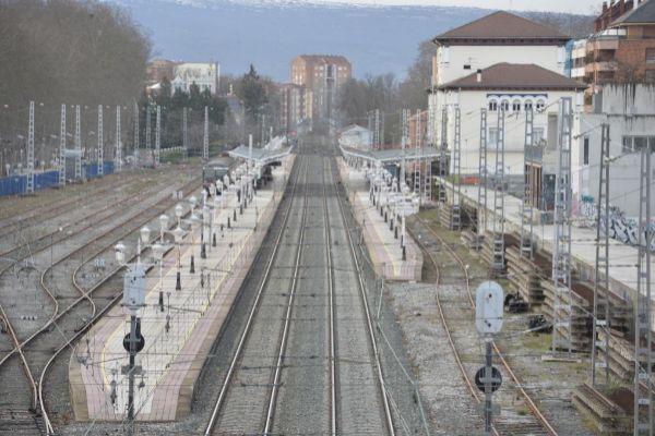 Trazado ferroviario junto a la estación de Vitoria.
