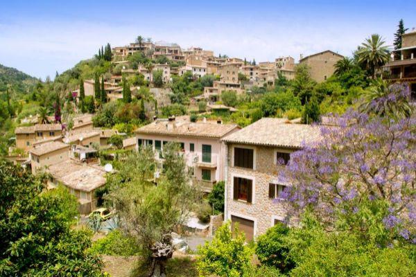 Vista del pueblo de Deià.