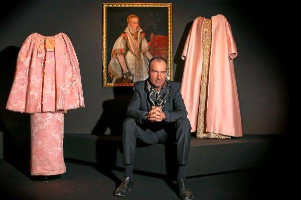 El comisario de la exposición de Balenciaga en el Thyssen, Eloy Martínez de la Pera.