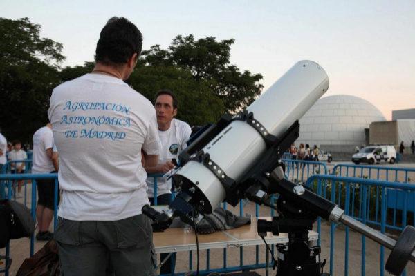 Noche de observación astronómica en el Planetario de Madrid