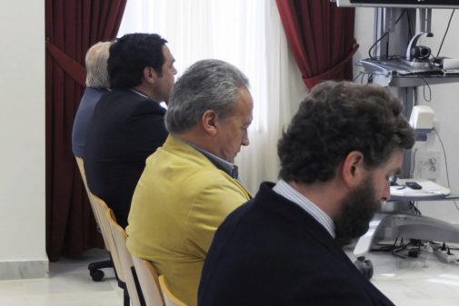 El exalcalde de Jerez de la Frontera (Cádiz) Pedro Pacheco (2d) sentado en el banquillo en 2018.