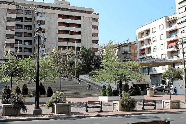 Aspecto que presentaba La Rosaleda en 2013, después de haberse finalizado las obras del aparcamiento.