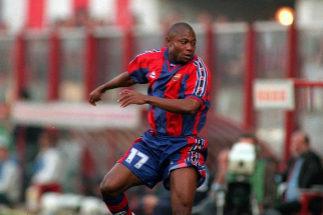 El exjugador nigeriano del Barcelona Emmanuel Amunike