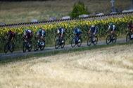 Varios ciclistas, durante la décima etapa del Tour.