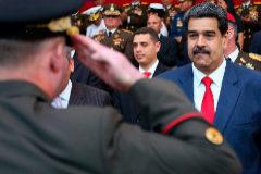 Nicolás Maduro encabeza el acto de transmisión de mando de los comandos generales y ascenso al grado de Mayor General, en Caracas.