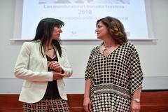 La rectora Nekane Balluerka y la consejera Beatriz Artolazabal.