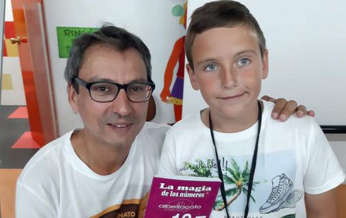 Carlos junto al heptacampeón mundial de cálculo mental, Alberto Coto.