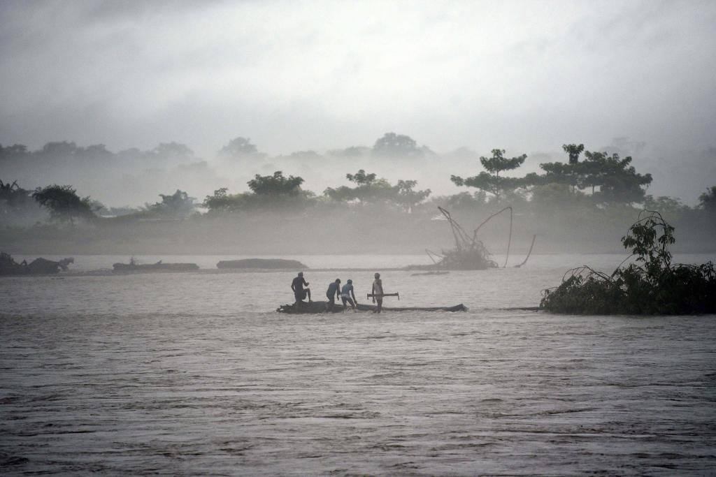 En India, las lluvias han causado la muerte de 50 personas, sobre todo...