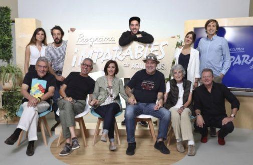 Los cinco finalistas y sus mentores durante la gala final, celebrada el 18 de junio. El acto fue conducido por el periodista y humorista Juan Luis Cano (en la imagen).