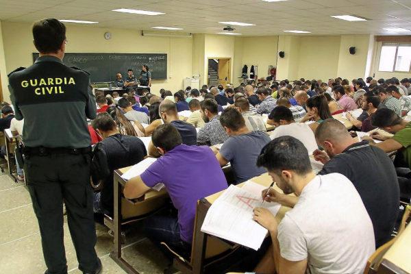 Examen de oposición a la Guardia Civil en 2015.