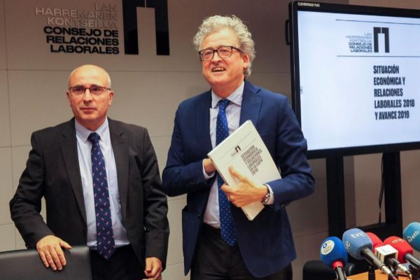 Javier González y Tomás Arrieta, del Consejo de Relaciones Laborales.