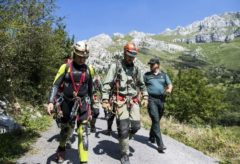 Miembros del equipo de rescate de las tres espeleólogas, en Arredondo (Cantabria).