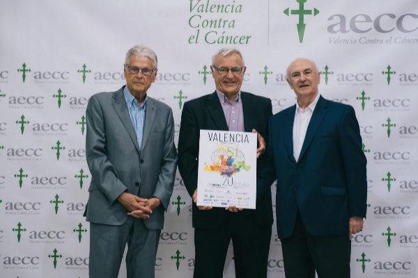 El alcalde de Valencia, Joan Ribó (centro), y el presidente de la Asociación Española contra el Cáncer de Valencia (AECC Valencia), Tomás Trenor, a la derecha..
