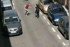 Un policía dispara en la cadera a un hombre que intentó apuñalar a un agente con un cuchillo