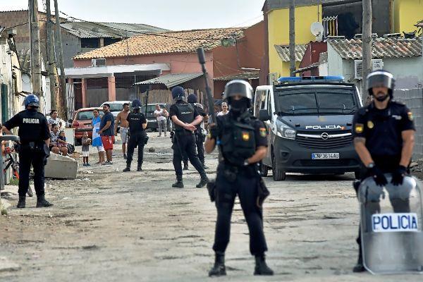 Efectivos del Cuerpo Nacional de Policía en una intervención en el poblado de Son Banya.