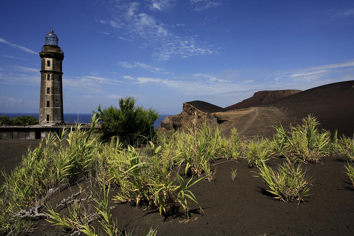 En Faial encontramos Capelinhos, el volcán que...
