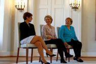Annegret Kramp-Karrenbauer, Ursula von der Leyen y Angela Merkel, en Berlín.