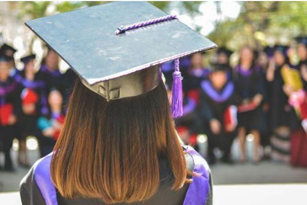 Por qué deberíamos dejar de preguntar a los universitarios 'qué van a hacer después'