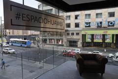 Tienda de la empresa china Huawei en la Gran Vía de Madrid.