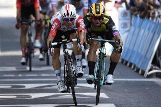Ewan y Groenewegen se disputan la victoria en la 11ª etapa.