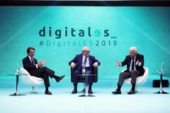 Los ex presidentes del gobierno José María Aznar y Felipe González conversan sobre innovación y digitalización.