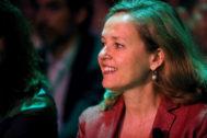 GRAF4877. MADRID.- La ministra de Economía y Empresa en funciones, Nadia <HIT>Calviño</HIT>, este martes, durante la inauguración del II Congreso de DigitalES, en el que se debatirá sobre digitalización y avances tecnológicos, donde ha coincidido con el actual alcalde de Madrid, José Luis Martínez-Almeida.
