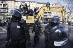 Agentes antidisturbios de la Policía Municipal durante una actuación en Tetuán.