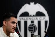 Maxi Gómez, durante su presentación como nuevo jugador del Valencia.