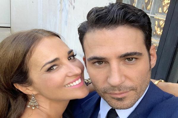 Paula Echevarría y Miguel Ángel Silvestre se hacen un selfie en el rodaje de Velvet Colección: Episodio Final, un especial de Navidad