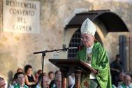 El Nuncio de Su Santidad en España, monseñor Renzo Fratini, ha presidido esta tarde la coronación canónica pontificia de la Virgen del Carmen, advocación profundamente arraigada en El Burgo de Osma y su comarca.