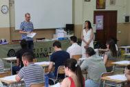 Opositores en una de las pruebas de selección de la Conselleria de Educación.