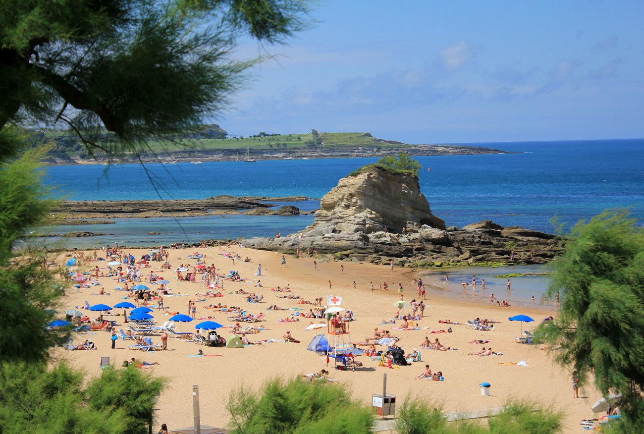Hay un veraneo de familia que busca en las playas de Santander...