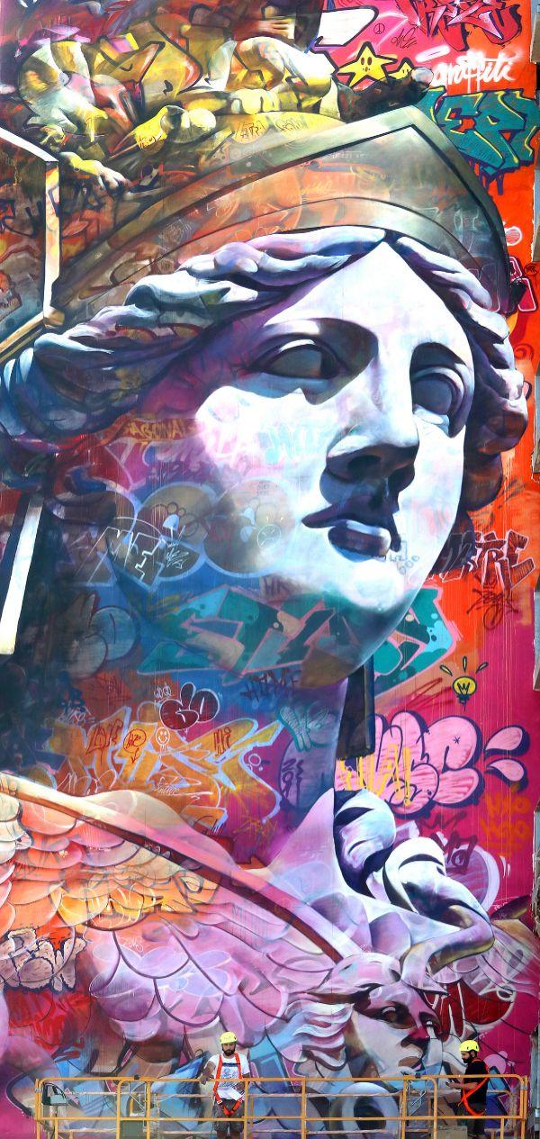 Pichi y Avo pintan el mural de Atenea en Esplugues.