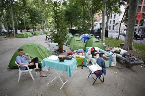 Resultado de imagen de Acampada de personas sin hogar julio 2019 Madrid imágenes