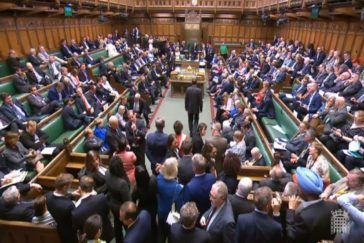 "Boris Johnson sufre la primera ""derrota parlamentaria"" antes de llegar a Downing  Street"