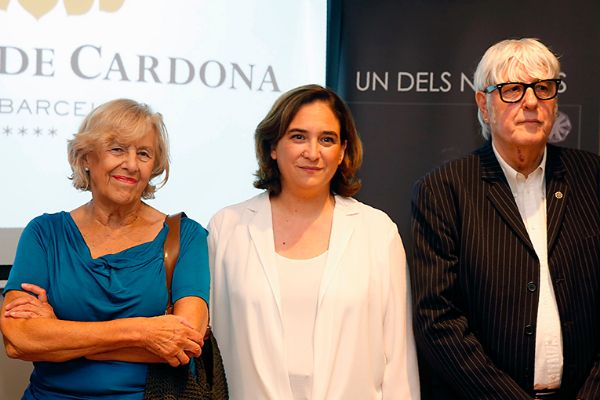 La jueza Manuel Carmena, la alcaldesa Ada Colau y el gestor cultural Joan Estrada ('Uno de los nuestros').