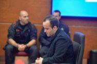 El hombre condenado por asesinar a la bebé, durante el juicio en Vitoria en 2018.