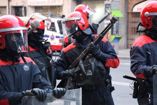 Agentes del Grupo de Intervención de la Ertzaintza.